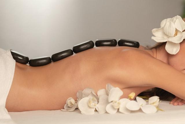Hot Stone Massage hat viele Vorteile